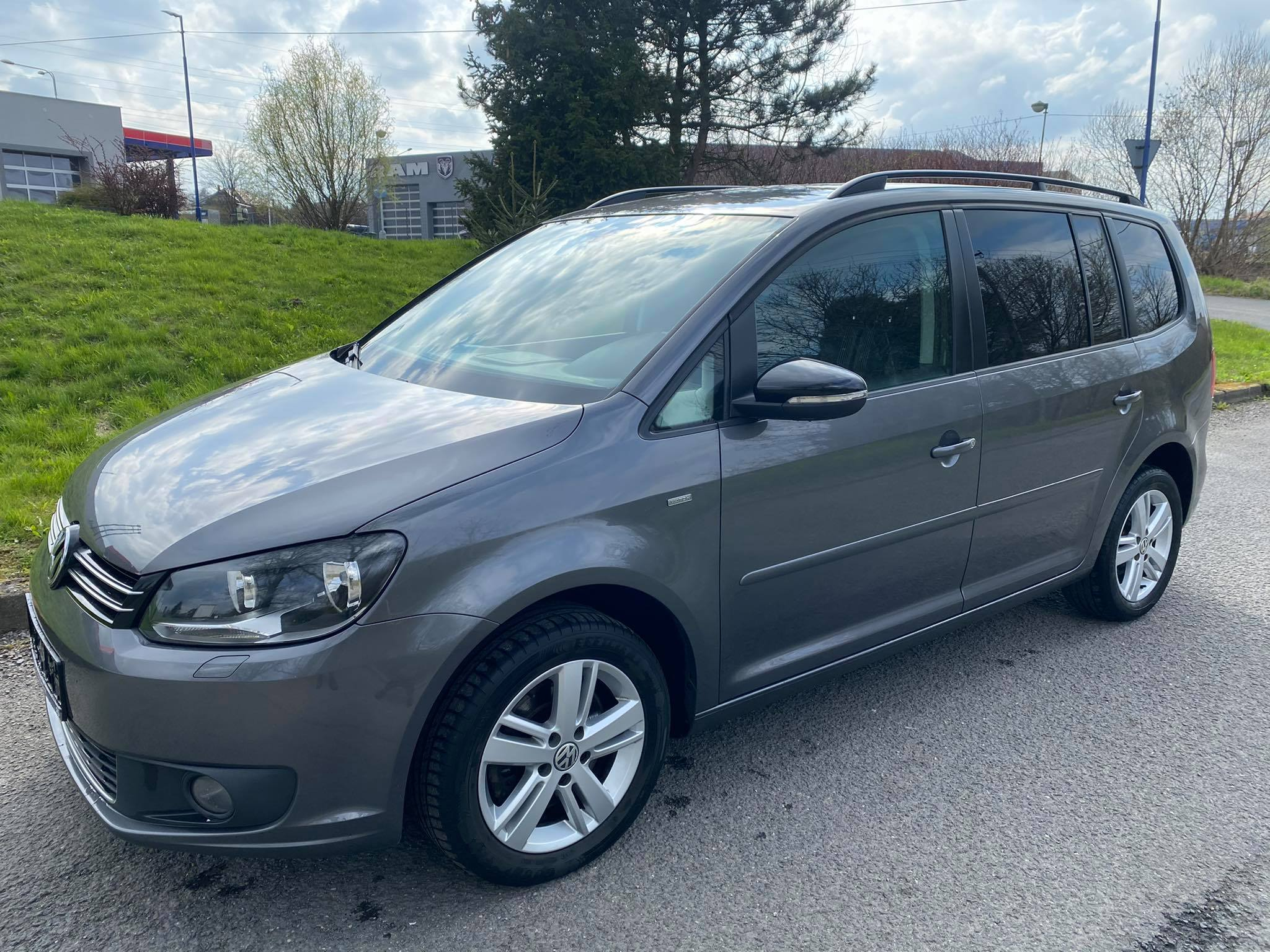 VW Touran 2,0 TDi -MATCH,7.míst