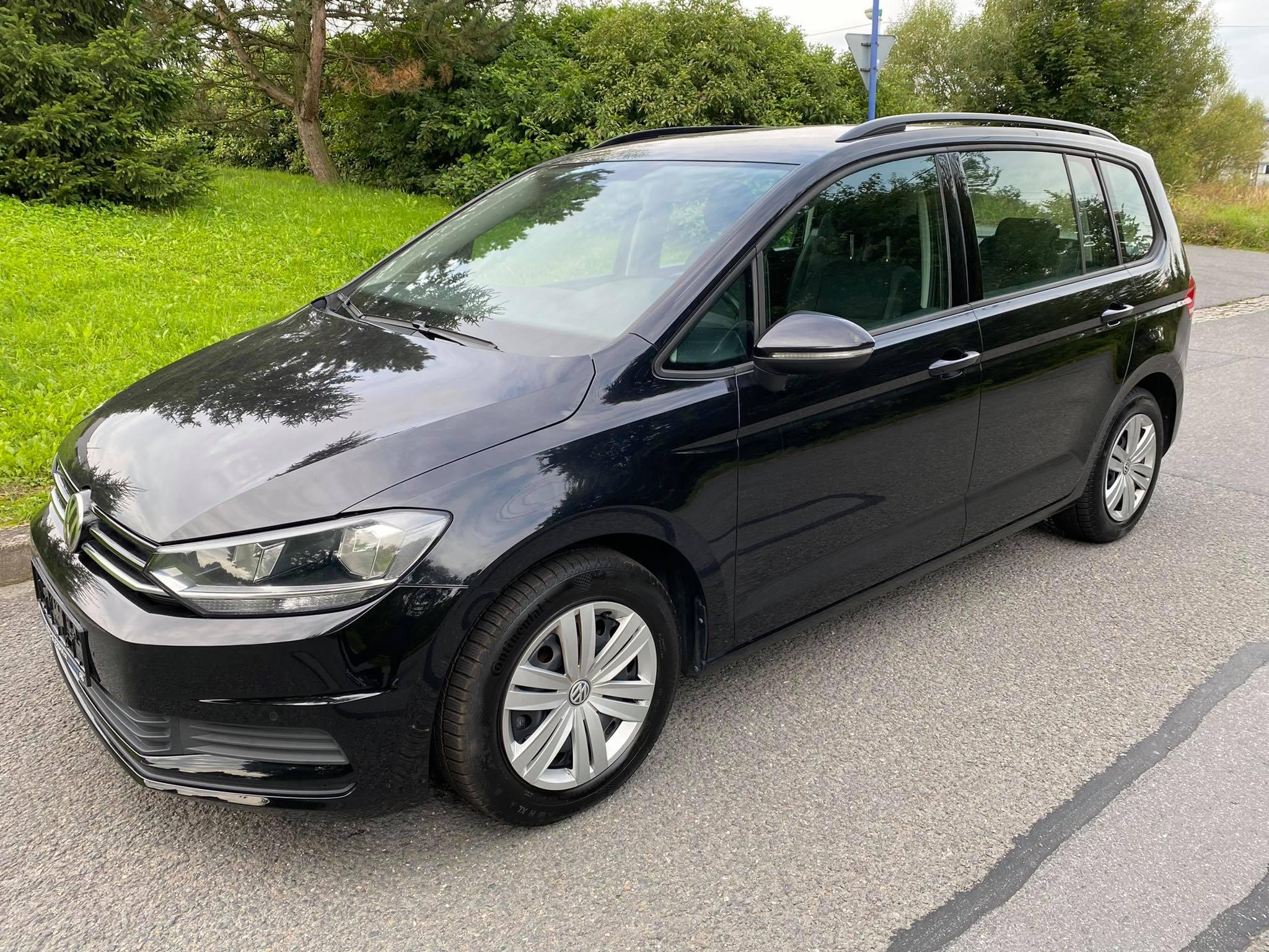 VW Touran 1,6TDi -7.míst,tažné,navi